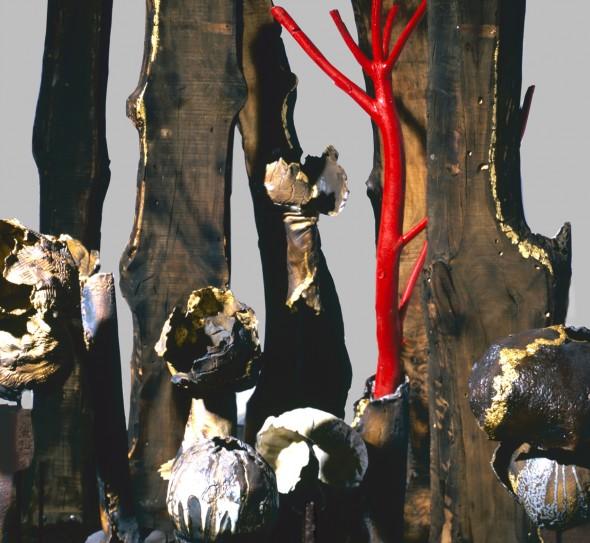 Maria-Cristina-Carlini-La-mia-Wunderkammer-2013-grès-smalto-oro-legno-di-recupero-cm-250x300-dettaglio-590x543