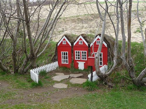 fairyroom_huldufolk-house